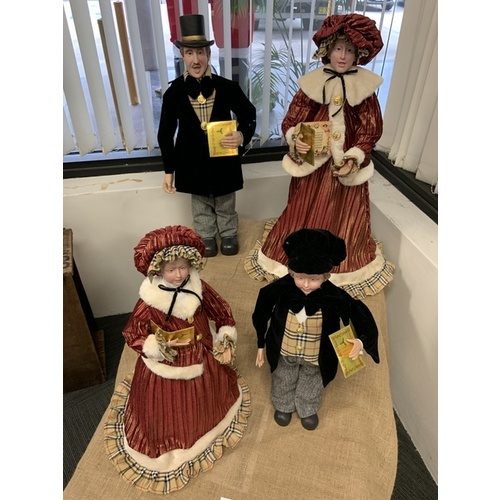 Traditional Family Carolers - 4 figurines